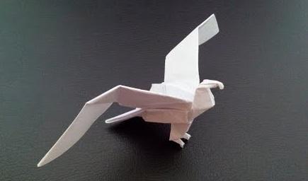 Красивый орел оригами