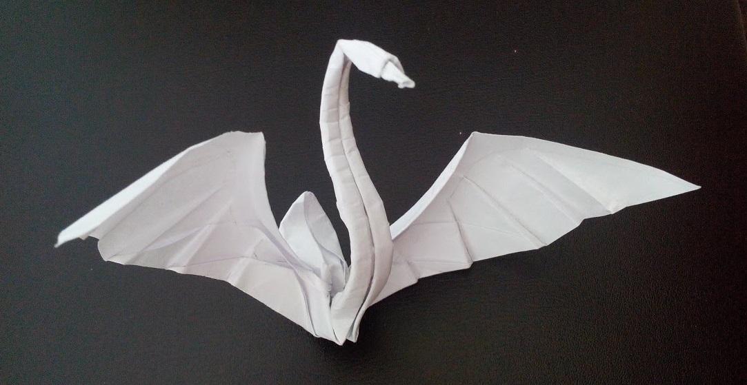 Оригами из бумаги лебедь (Hoàng Tiến Quyết)