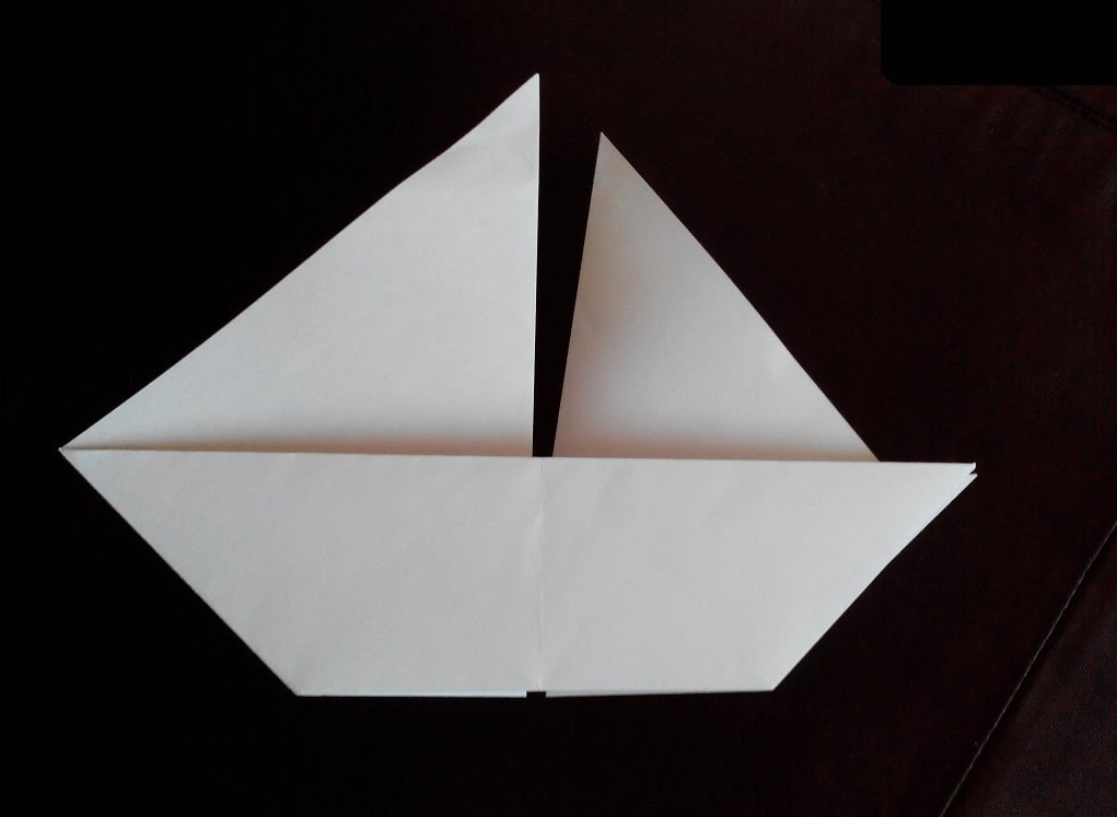 Двухпарусная лодка