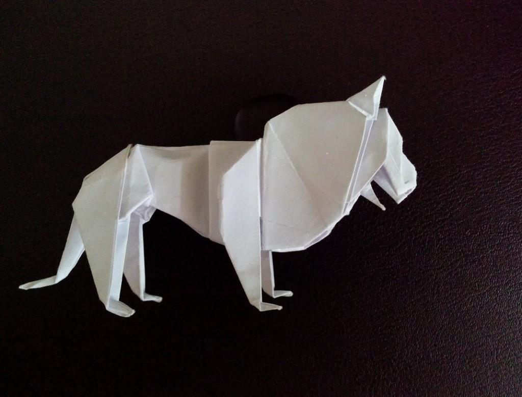 Красивый лев оригами