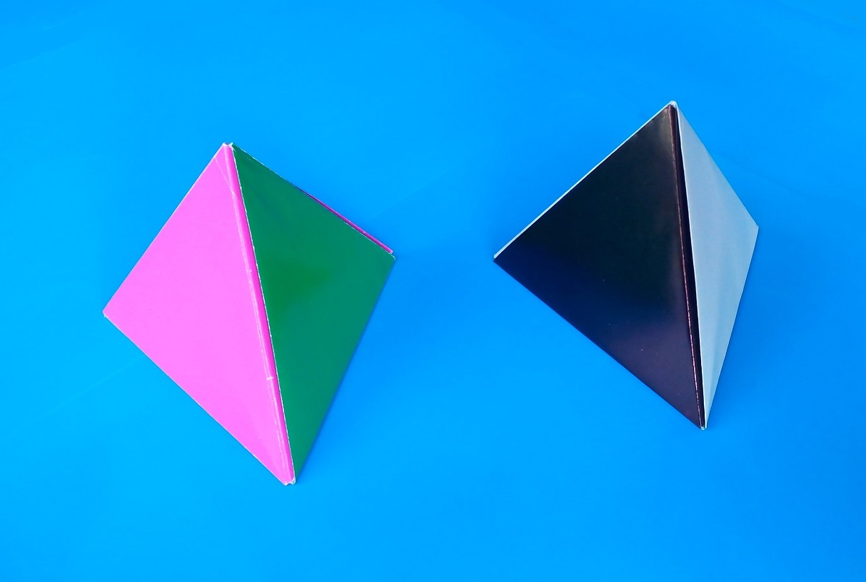 красивую интересную треугольная пирамидку