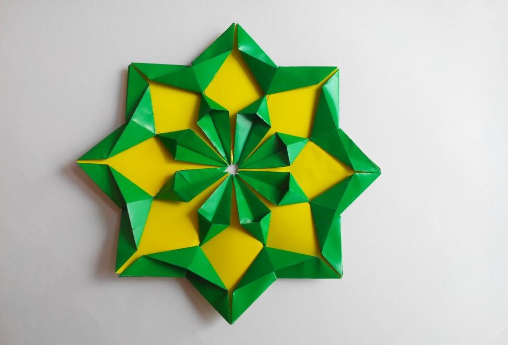 Красивый цветок оригами