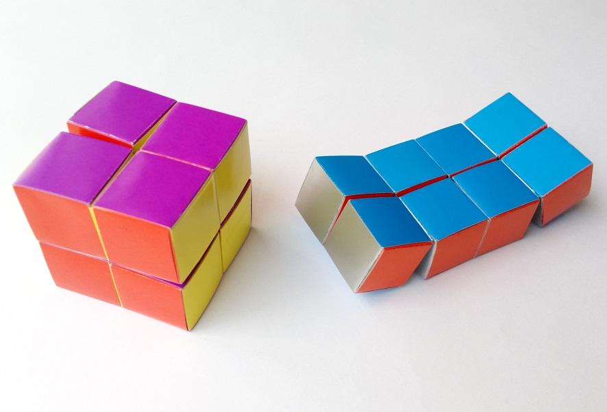 Куб бесконечности соединен полосой