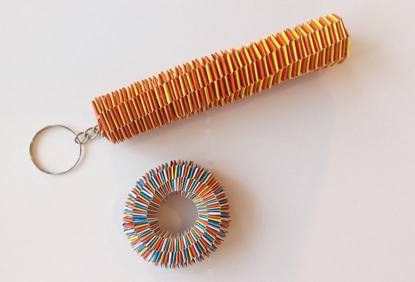 Змейка - брелок, плетется круглым плетением